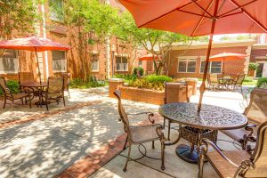 Dunwoody Place | Patio with Tables