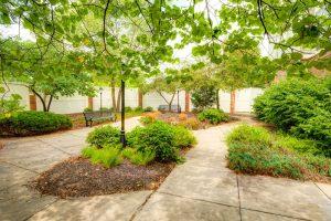 Glenwood Village of Overland Park   Courtyard