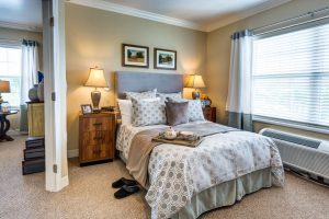 Glenwood Village of Overland Park | Bedroom