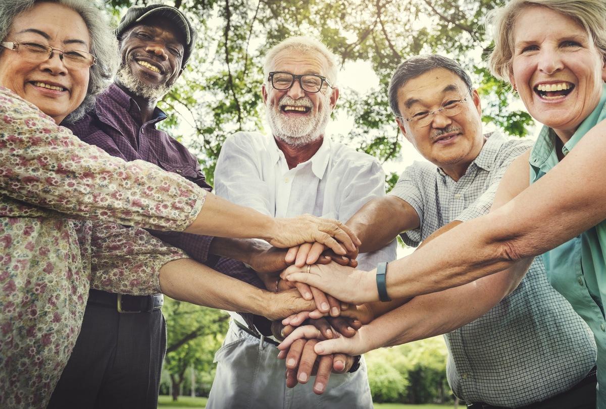 Glenwood Village of Overland Park | Happy group of seniors