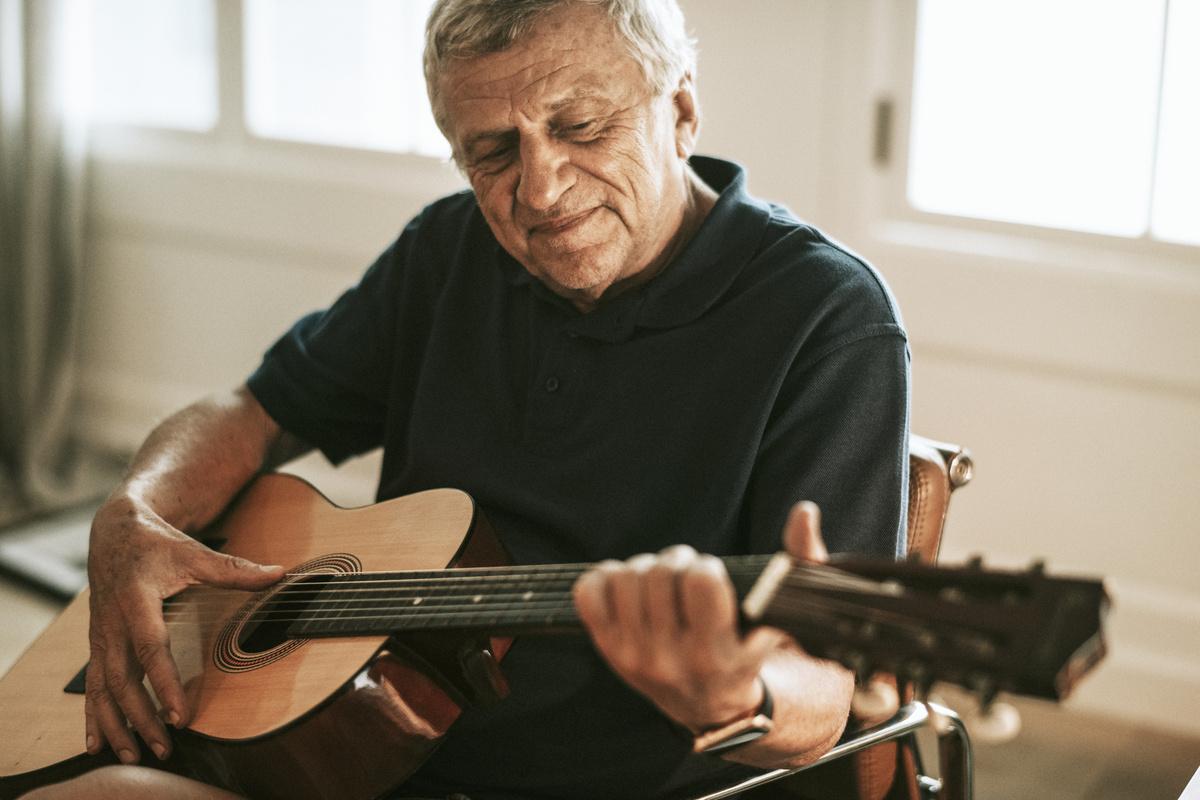 Ridgeland Place | Senior with Guitar