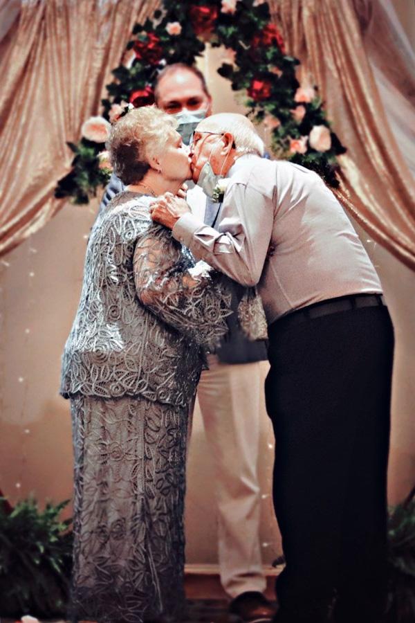 Ridgmar Place | Senior couple at their wedding