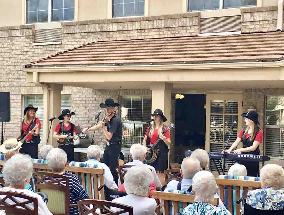 Sun City West | Outdoor entertainment with Mama Wranglers