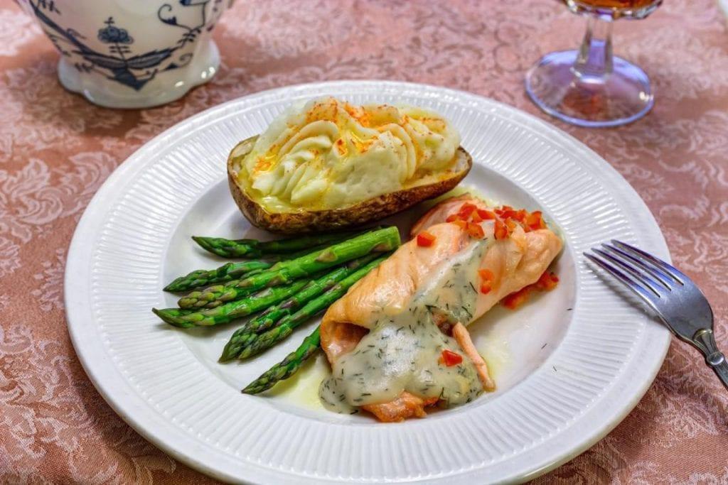 Sun City West | Salmon with potato and asparagus