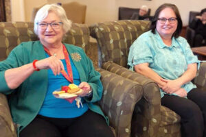 The Courtyards at Mountain View | Residents in chairs