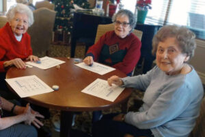 The Courtyards at Mountain View | Residents at table