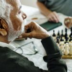 The Courtyards at Mountain View | Seniors playing chess