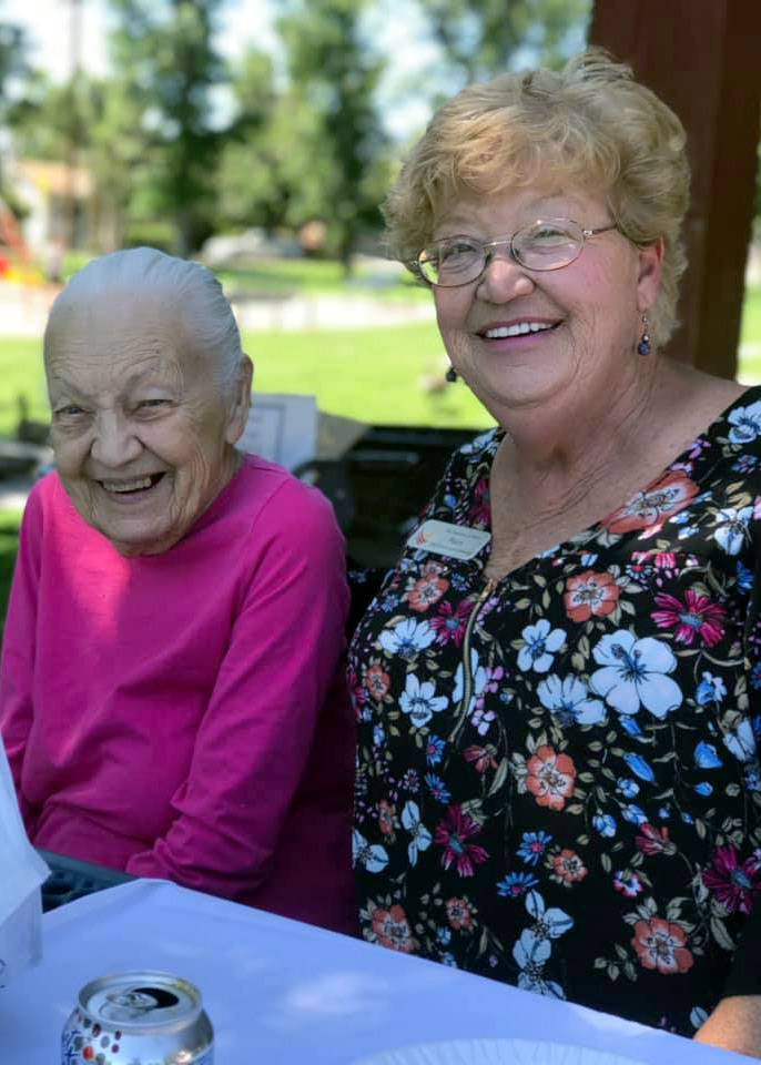 The Gardens at Marysville | Residents sitting outdoors