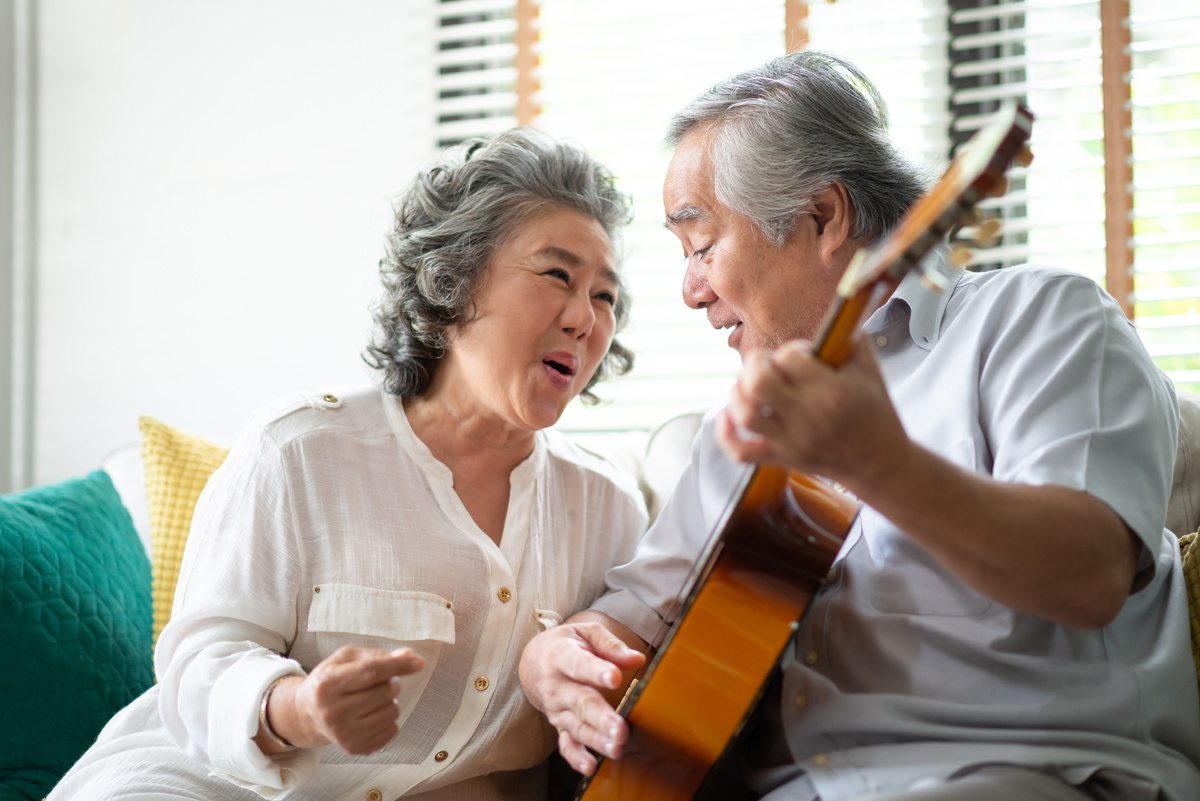 The Landing at Queensbury | Senior couple playing guitar and singing