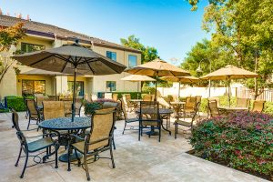 The Oaks at Inglewood | Outdoor Patio