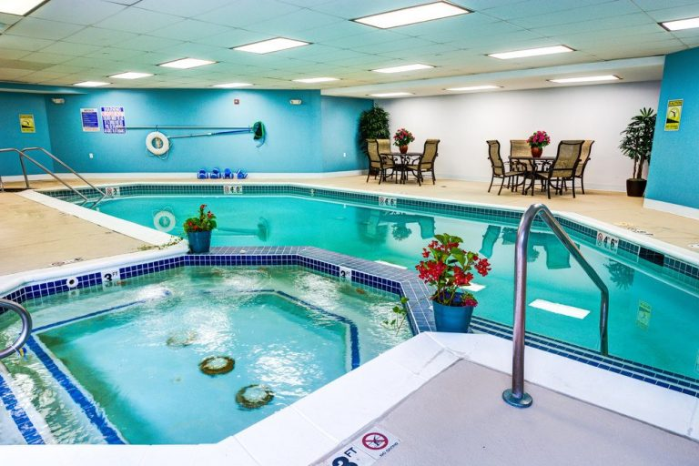 Town Village of Leawood   Swimming pool